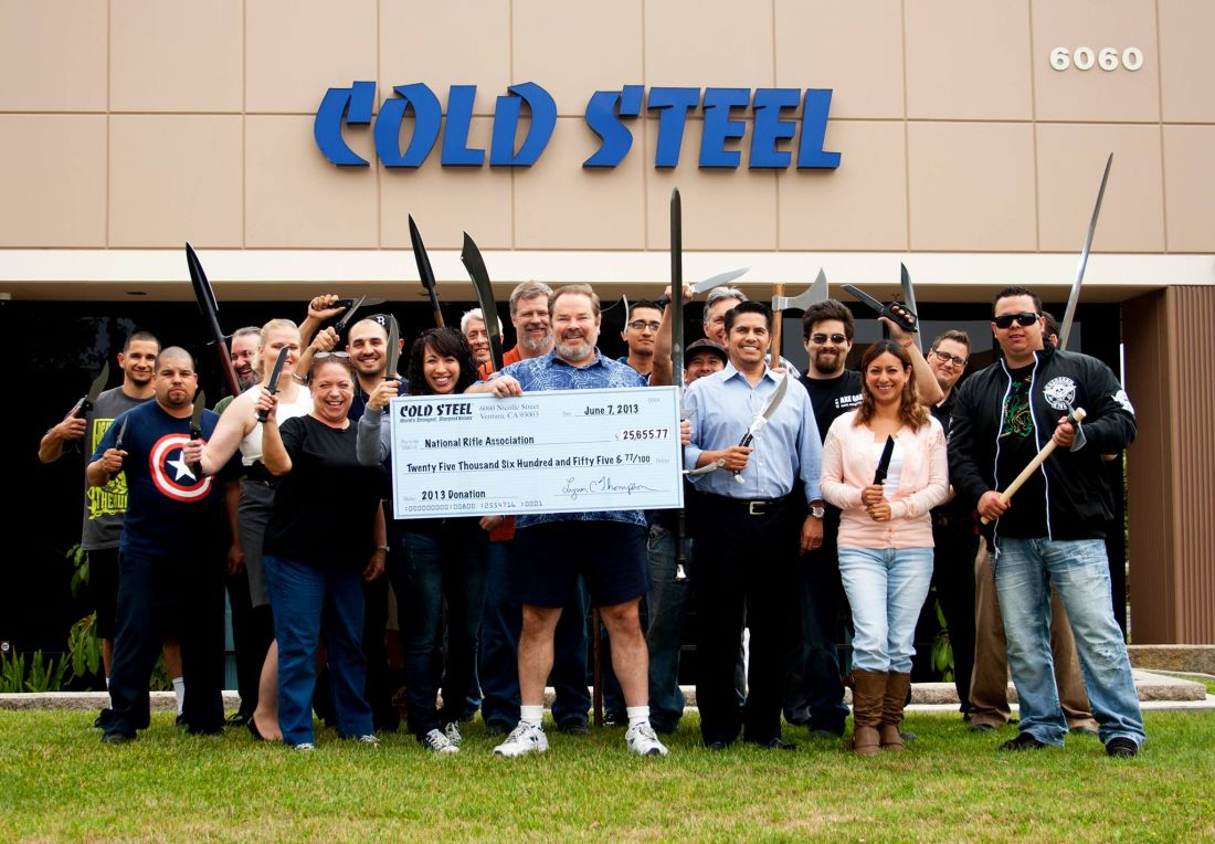 Команда Cold Steel во главе с Линном Томпсоном