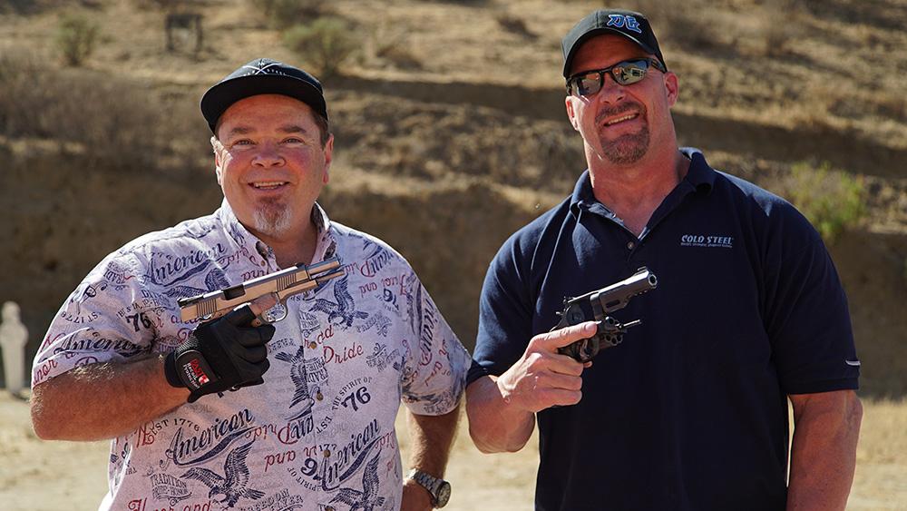 """Линн Томпсон и Стив Остин, создатель линейки ножей """"Broken Skull"""""""